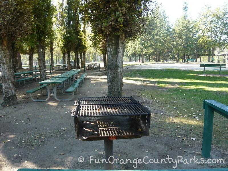 clark regional park buena park - grills and picnic area