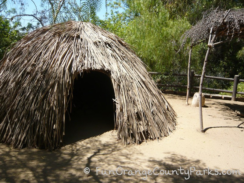 heritage hill historical park lake forest - native american hut