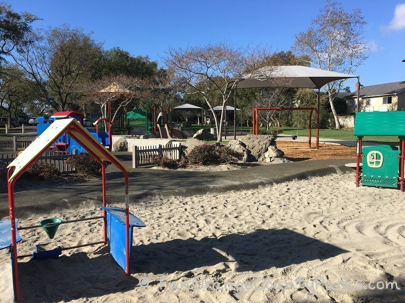 creekside park dana point - play houses and swings