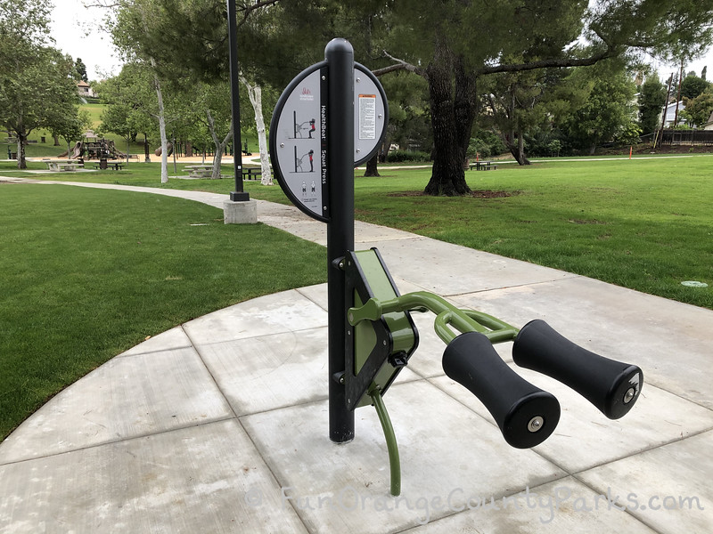 outdoor fitness equipment meant for shoulder raises